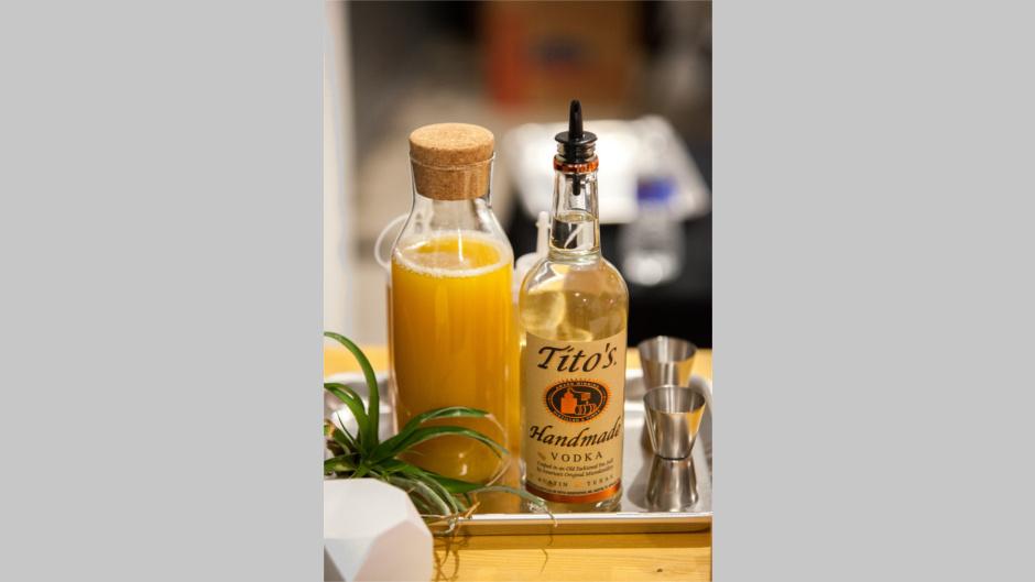 Крафтовая водка Титос (Tito's)
