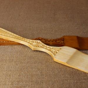 Кухонная лопатка с резной ручкой ручной работы из массива березы