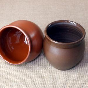 Глиняный стакан ручной работы двойного обжига в глазури.