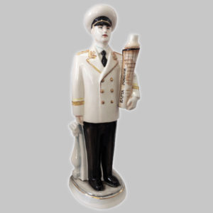 Фарфоровый штоф в виде моряка, капитана