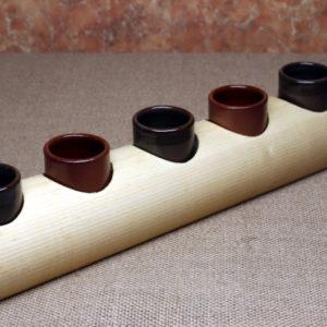 Доска для подачи шотов из липы с глиняными стопками
