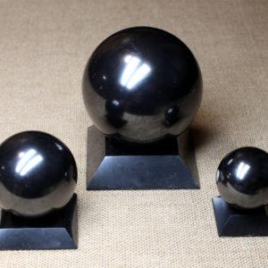 Полированный шар из шунгита ручной работы