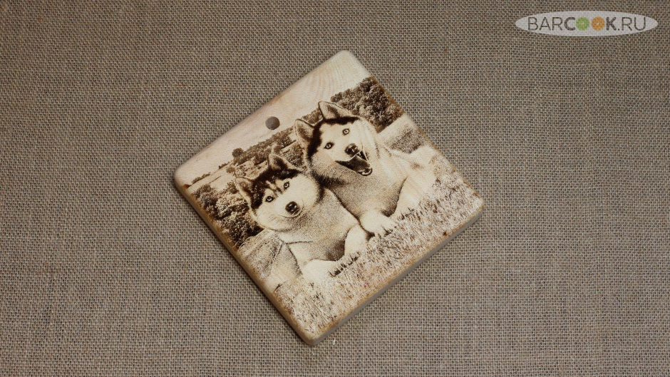 Разделочная доска с гравировкой из массива сибирского кедра