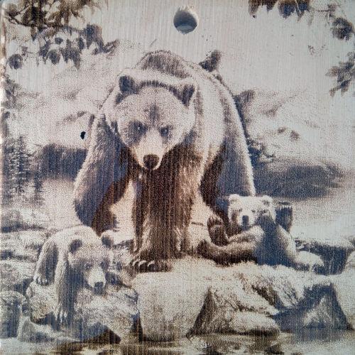 Разделочная доска с рисунком медведей из массива сибирского кедра
