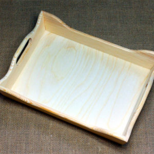 Поднос деревянный с ручками из хвойных пород дерева.