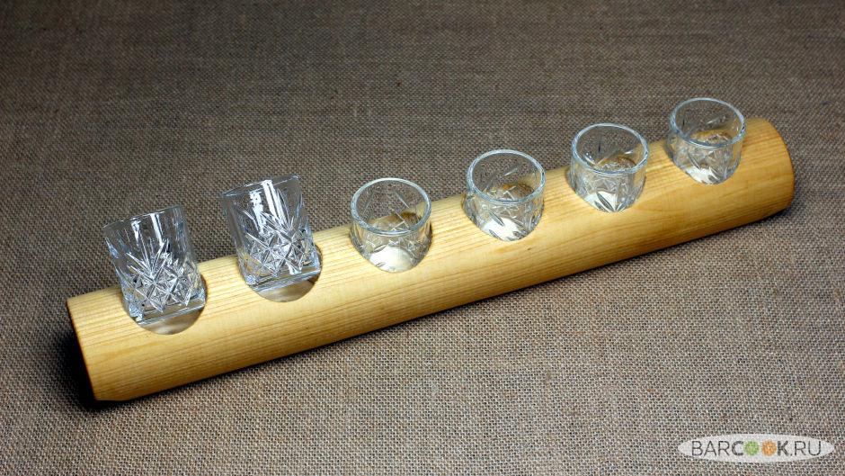 Доска для подачи шотов из липы с стопками