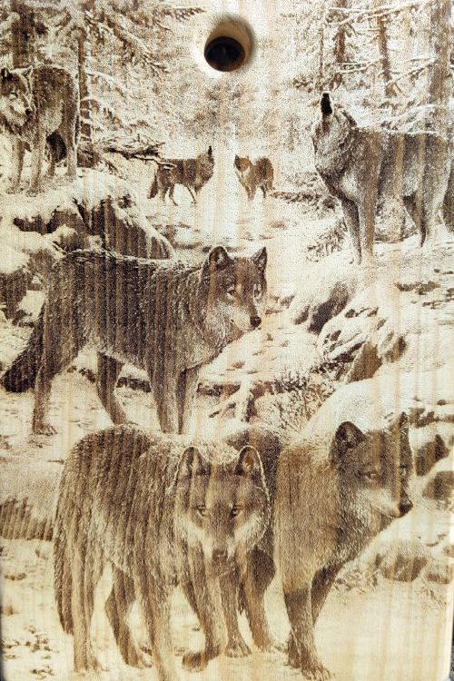 Разделочная доска с рисунком волка из массива сибирского кедра