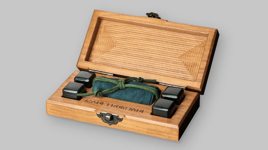 Камни для виски из нефрита в подарочной упаковке